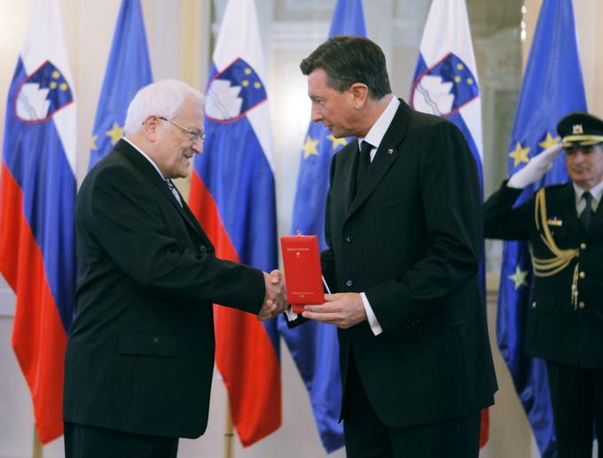 The President of the Republic of Slovenia, Borut Pahor, has awarded the Slovenian Academy of Sciences and Arts (SAZU) with the Order for Exceptional Services on its 75th anniversary for its contribution to promoting and accelerating science and the arts.